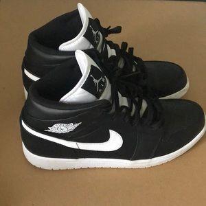 Black/White Jordan Retro Size 11 Mens